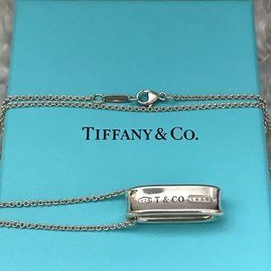 Tiffany 1837 Oval loop necklace.